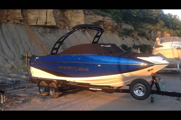 2015 moomba mojo 400 raptor engine with auto surf system. Black Bedroom Furniture Sets. Home Design Ideas