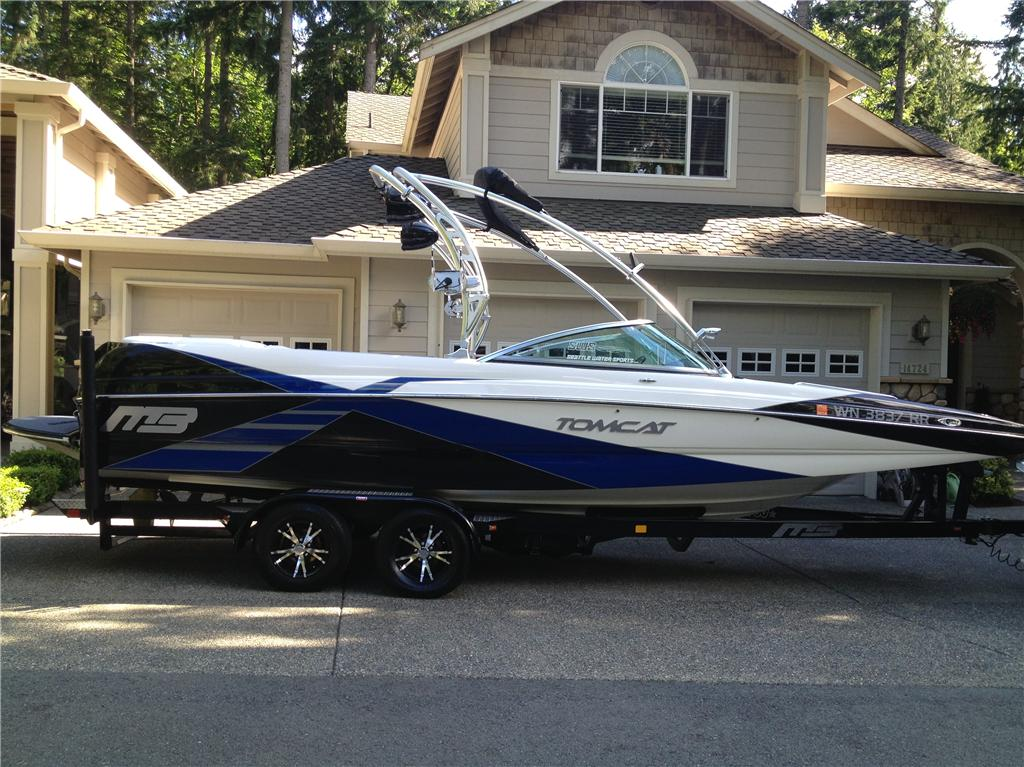 2012 MB Sports F23 Tomcat  - Wakeboard / Surf Boat