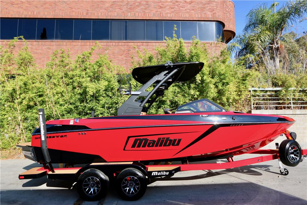 2020 MALIBU 23 LSV ~ LOADED WITH OPTIONS ~ in INDY RED & EBONY