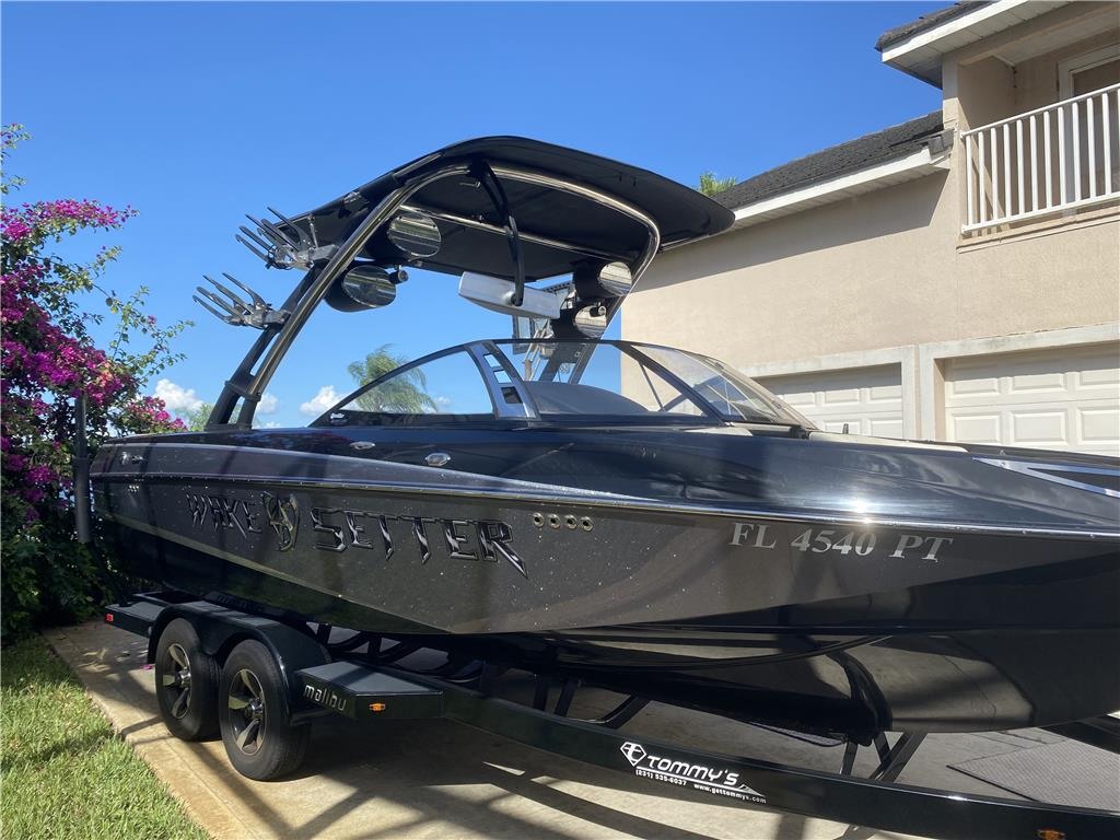 RARE 2013 MALIBU WAKESETTER 23 LSV SUPERCHARGED MONSOON 572 SS APPROX 190 HOURS
