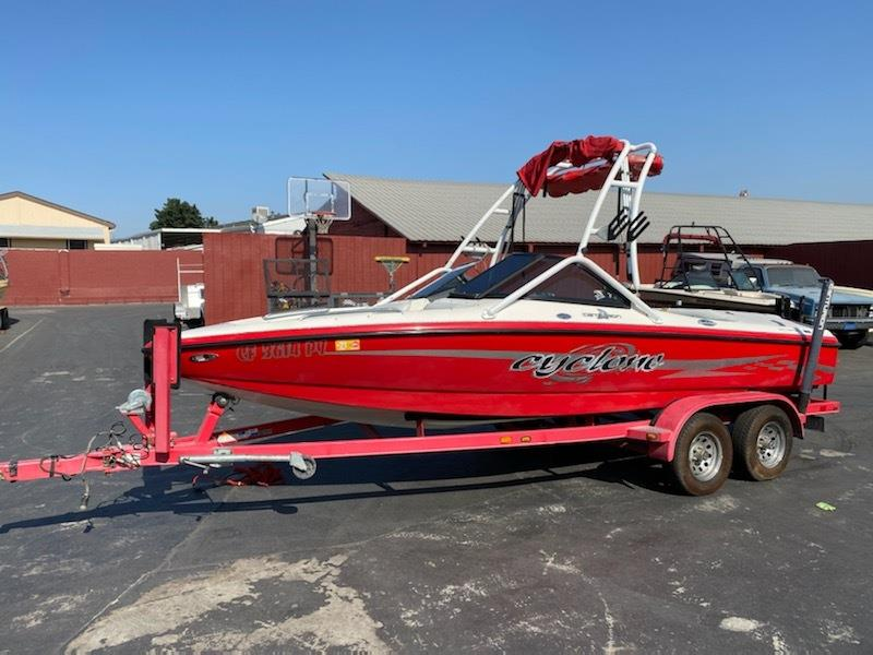 2002 Centurian Cyclone Wakeboard Boat - Open Bow V Drive