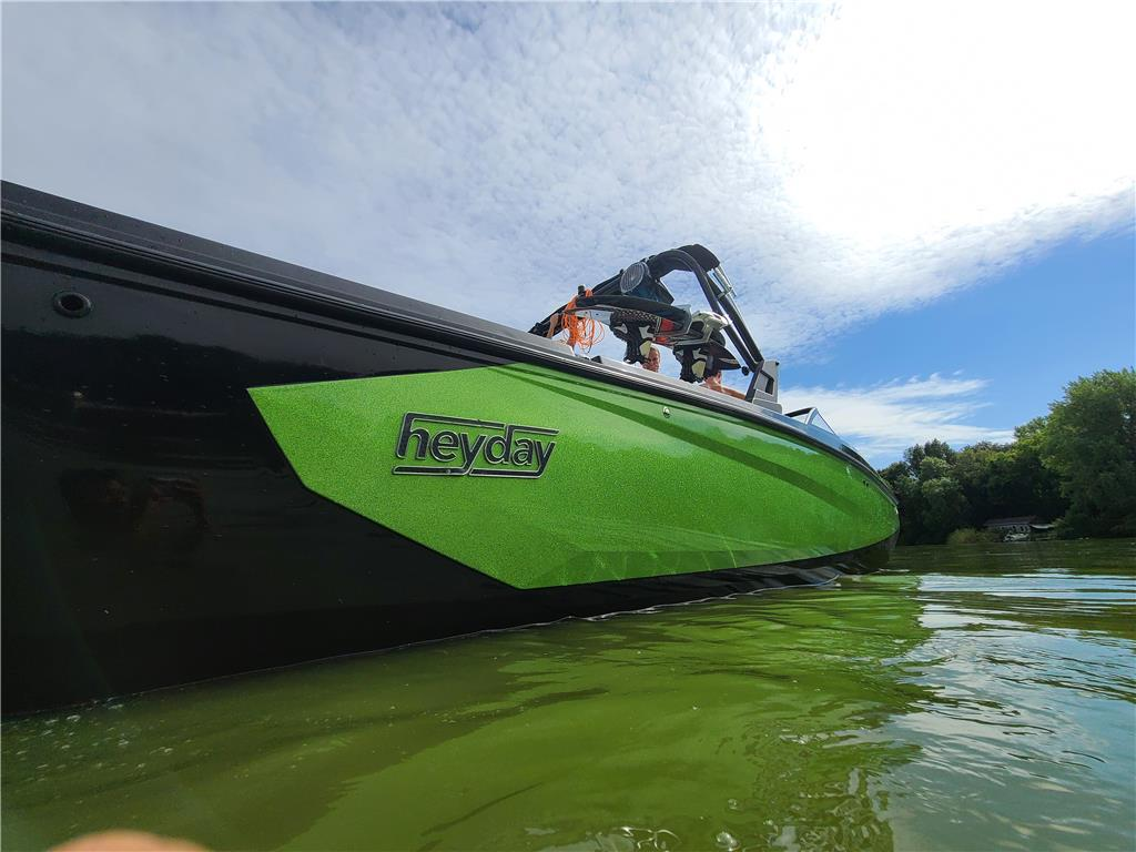 2020 Heyday WT-Surf with Infinity Wave Surf System and Wake Worx Center Tab