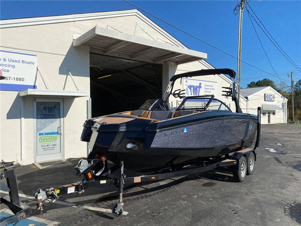 low hour (20hrs) saltwater edition 8 year bow to stern warranty 2020 WT-2DC