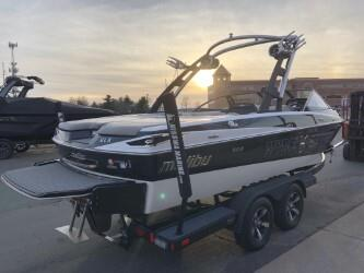 2013 MALIBU 21 VLX! ONLY 400 HOURS! SUPER SUPER CLEAN, INDOOR HEATED!
