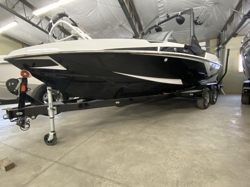 2021 Axis Wake Research T 22