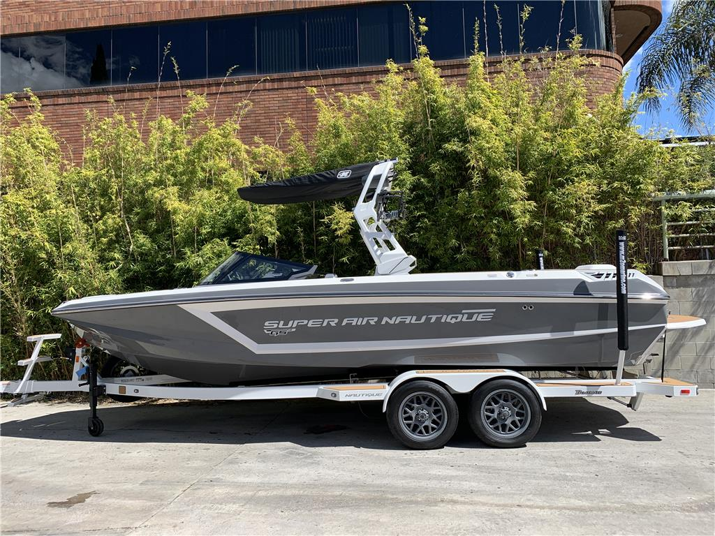 2020 SUPER AIR NAUTIQUE GS24 COASTAL EDITION (Tungsten Grey w/Mystic White)