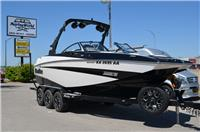 2016 Malibu Boats M2...