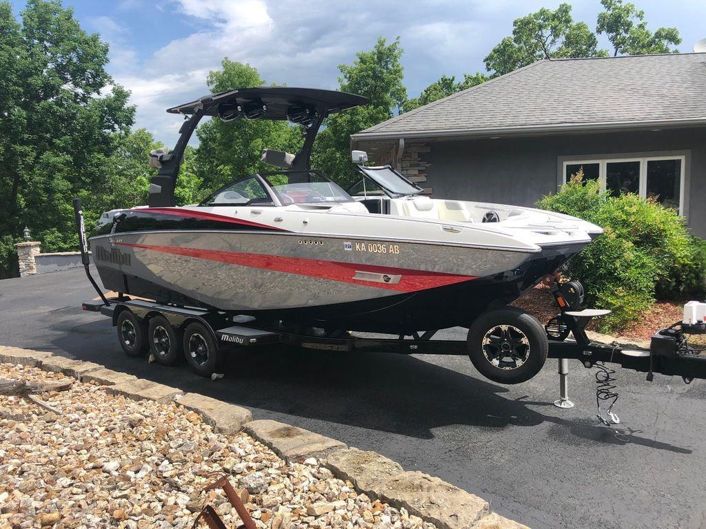 2018 Malibu Boats M235