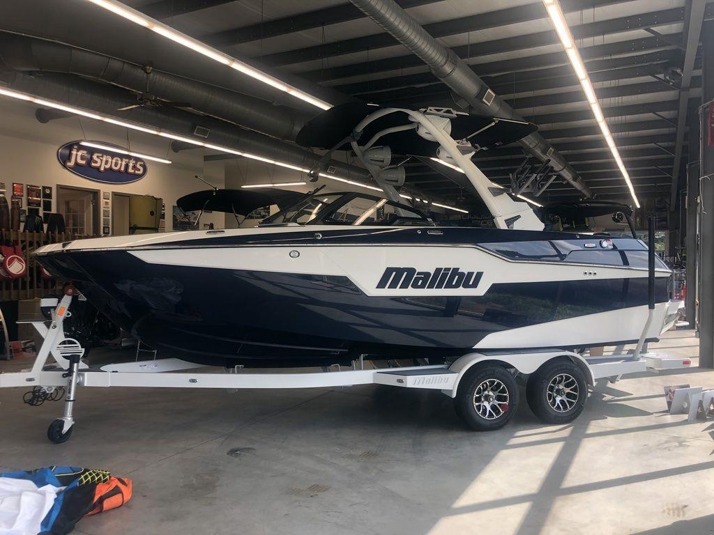 2021 Malibu Boats M220