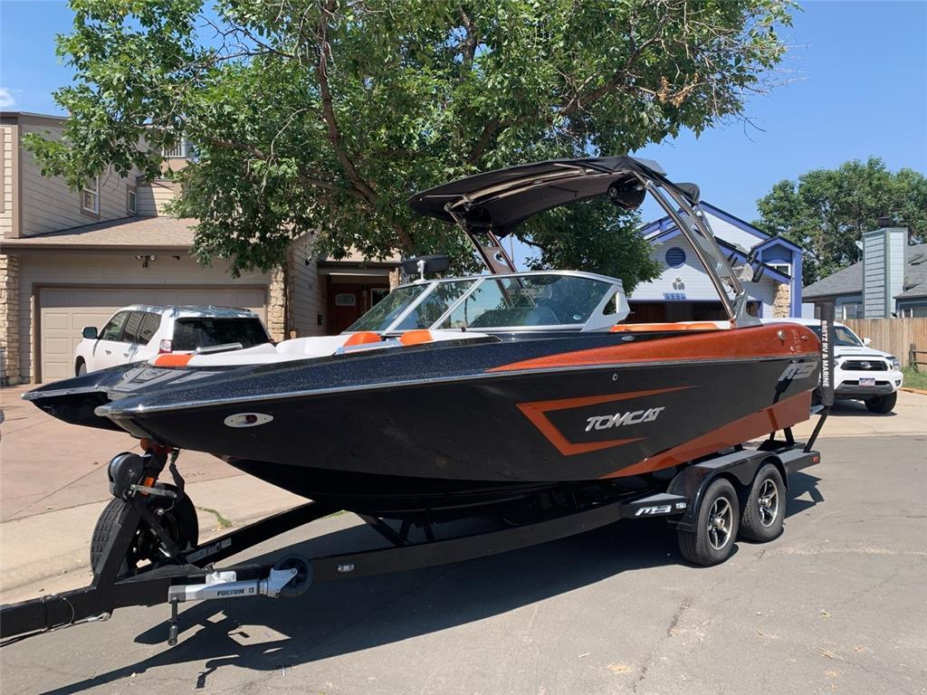 MB Sports F22 Tomcat Surf Boat
