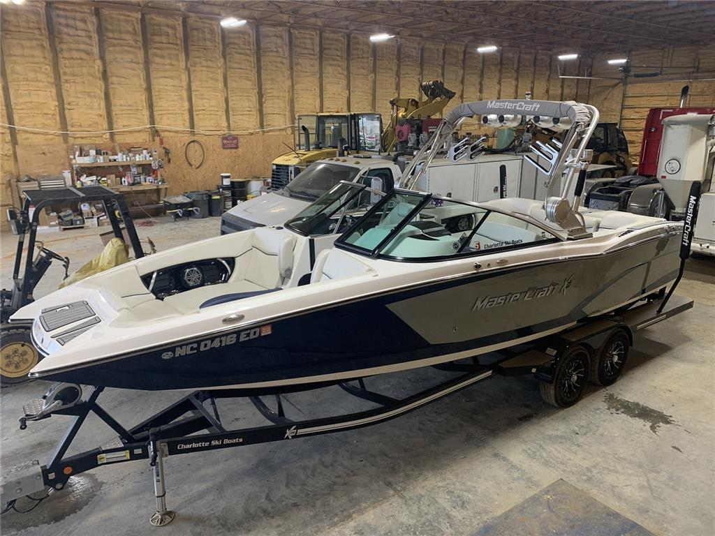 2016 MasterCraft X26 with only 160 hours