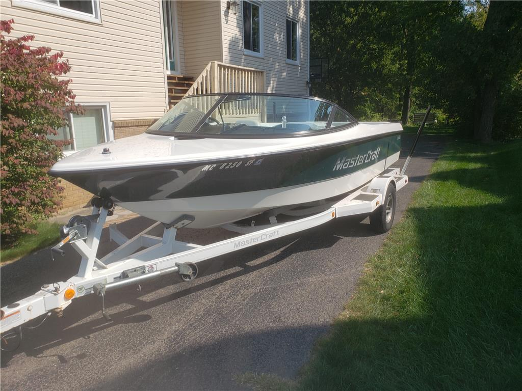 2001 Mastercraft 19 skier with new engine