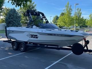 2019 Axis A22 Surf Boat