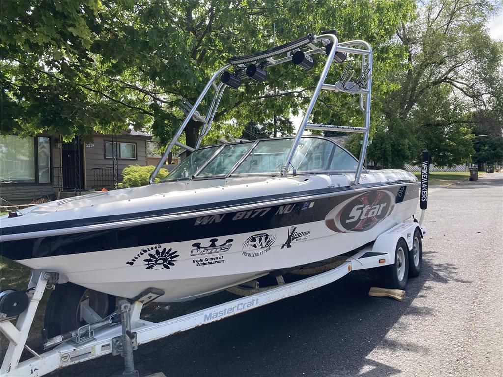 Mastercraft wakeboard boat