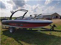 2005 Malibu Boats 21...