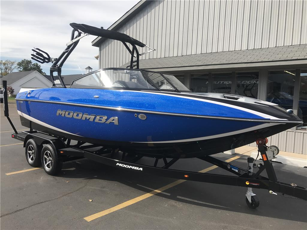 2018 Moomba Craz Wakeboard / Surf / Tow Boat - New Boat